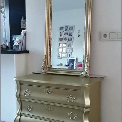 gouden barok spiegel en gouden barok kast