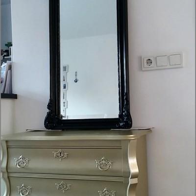 buikkast met barok spiegel