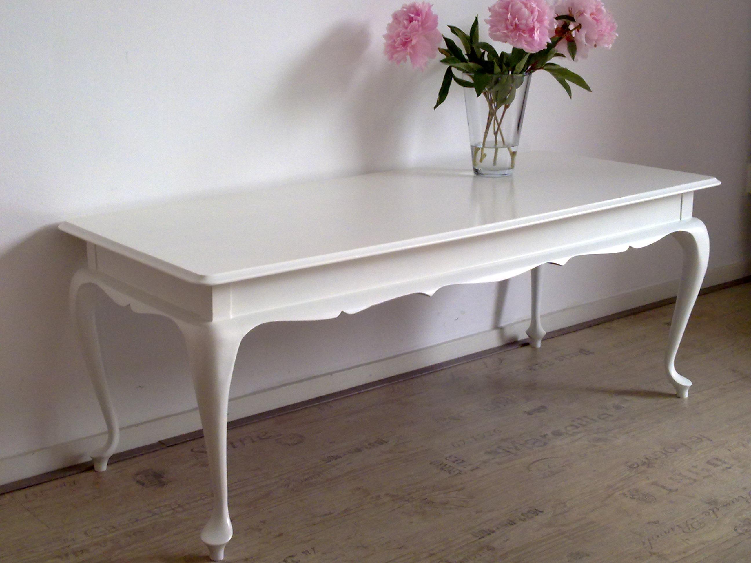 Brocante Witte Eetkamertafel.Witte Queen Ann Barok Salontafel Te Design Barok Stoelen En Barok