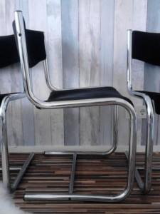 buisframe stoelen zwarte ribstof