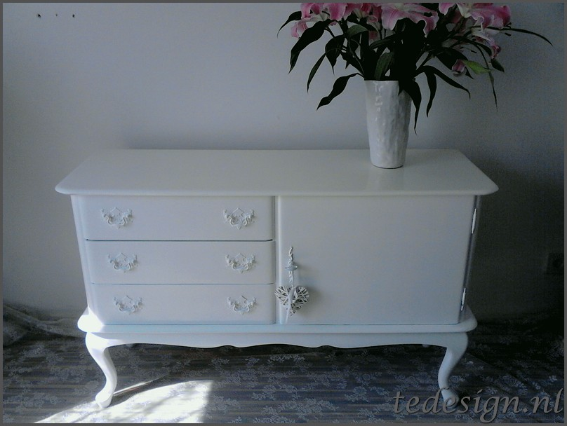 Witte queen ann tv kast dressoir