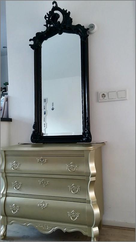 Zwarte Brocante Spiegel.Gouden Buikkast Met Zwarte Barok Spiegel