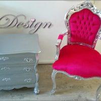 roze barokstoel met zilveren buikkast