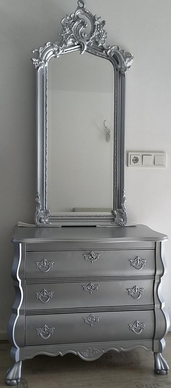 Brocante Zilveren Spiegel.Zilveren Buikkast Met Barok Spiegel